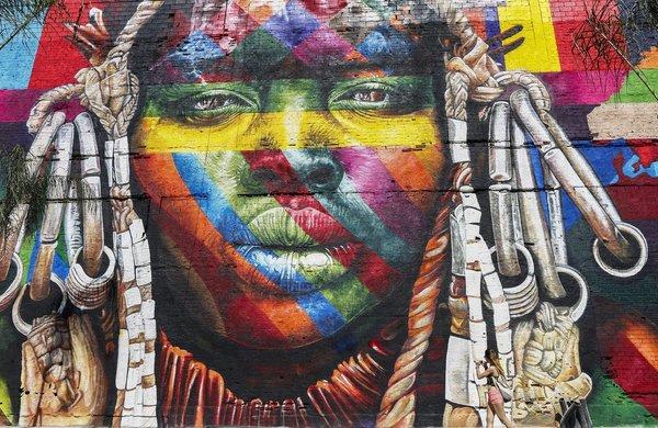 Artista compite con mural de 3,000 metros cuadrados en Río de Janeiro