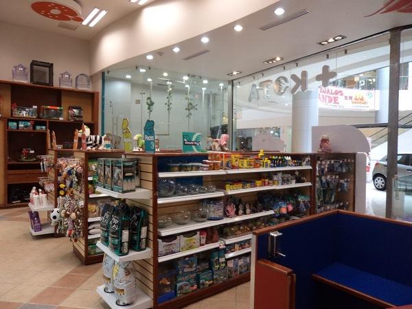 Exigen clausura de tienda +Kota
