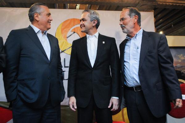 """AMLO """"impulsa"""" coalición política entre PRI, PAN y PRD"""