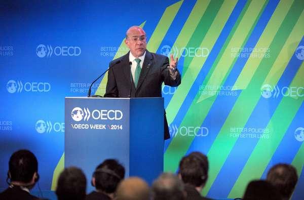 Economía global, atorada en trampa de bajo crecimiento: OCDE