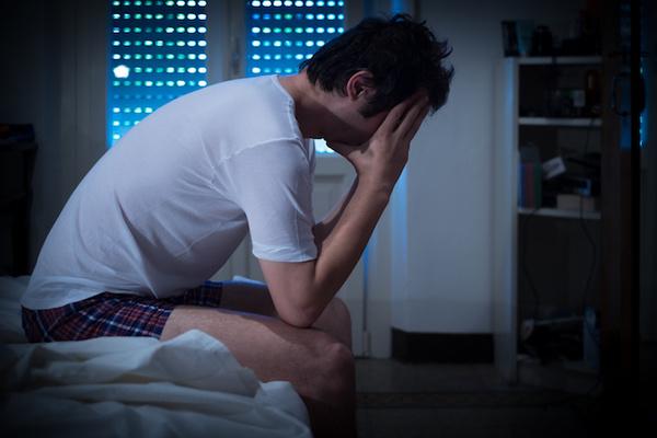 Dormir poco puede volverte loco, literalmente