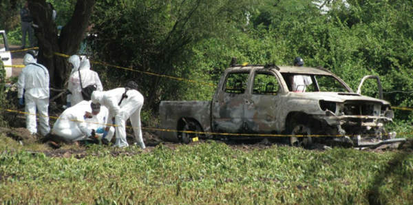 Detienen a alcalde y policías por 10 calcinados en Michoacán