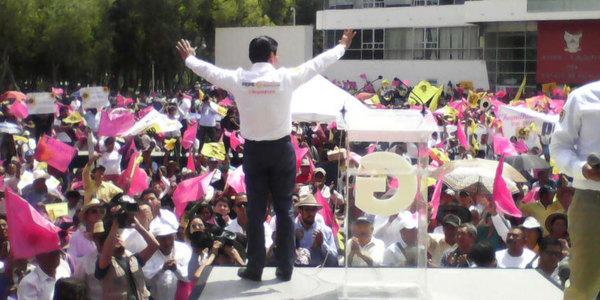 Guadarrama inicia su campaña en plaza Juárez