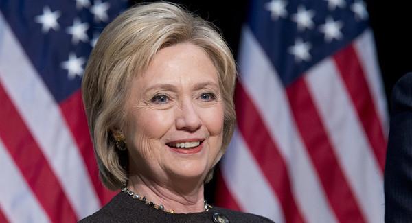 Otorgan poblanos apoyo a Hillary Clinton
