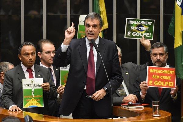 Congreso de Brasil debate destitución de Rousseff