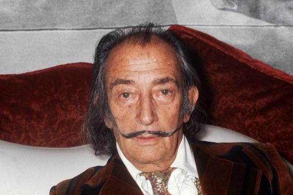 Ordenan exhumar los restos de Dalí por una demanda de paternidad