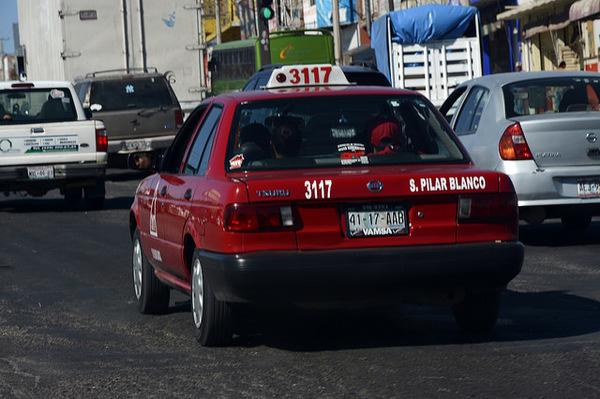 Podrían revocar 4 concesiones de taxi por presuntos delitos