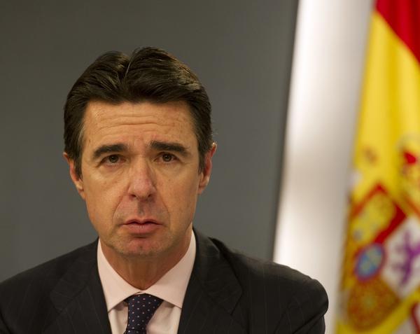 Por los Papeles Panamá renuncia ministro español