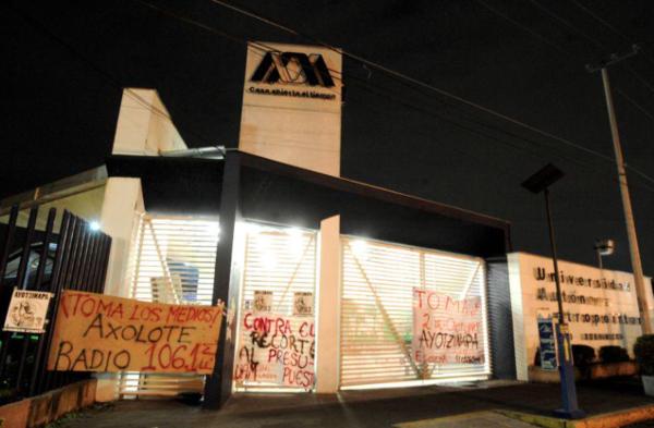 Toman encapuchados instalaciones de la UAM Xochimilco