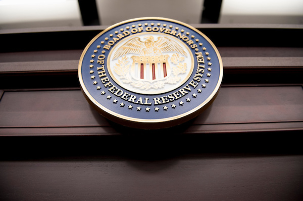 La Fed eleva tasas de interés y previsión de crecimiento