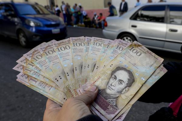 La escasez de billetes en Venezuela detona protestas y saqueos