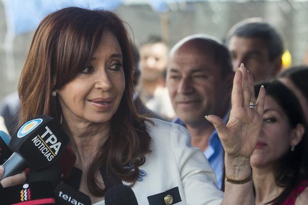Justicia argentina confirma procesamiento por fraude de Kirchner