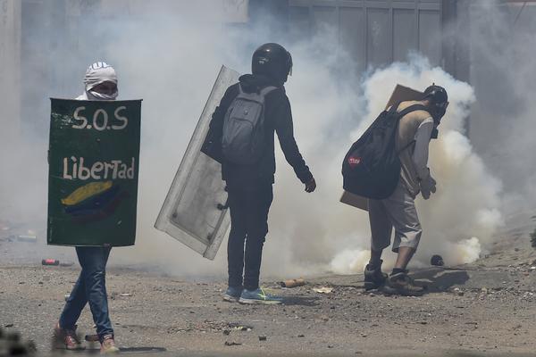 Mueren dos jóvenes en protestas contra Nicolás Maduro