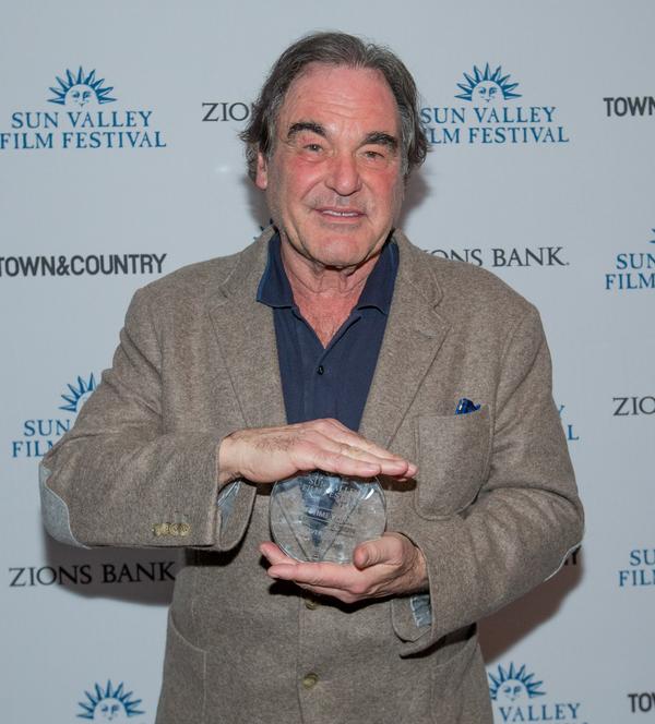 """Oliver Stone, el """"director"""" detrás de la entrevista Penn-""""Chapo"""": Daily Mail"""