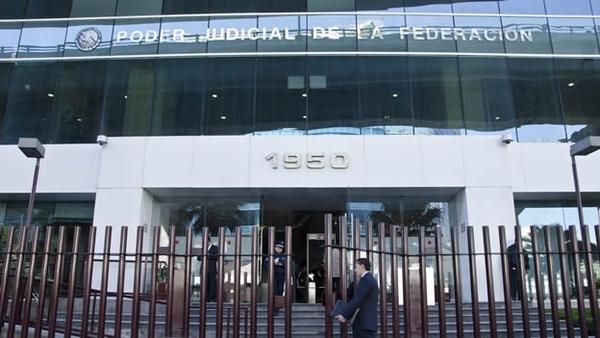 Descubren 4 millones de pesos en auto de la Judicatura