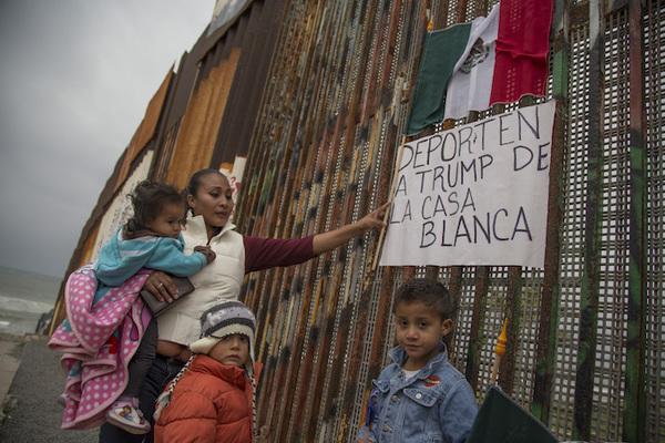 """EE.UU. registra """"dramática"""" reducción en ingreso de inmigrantes"""