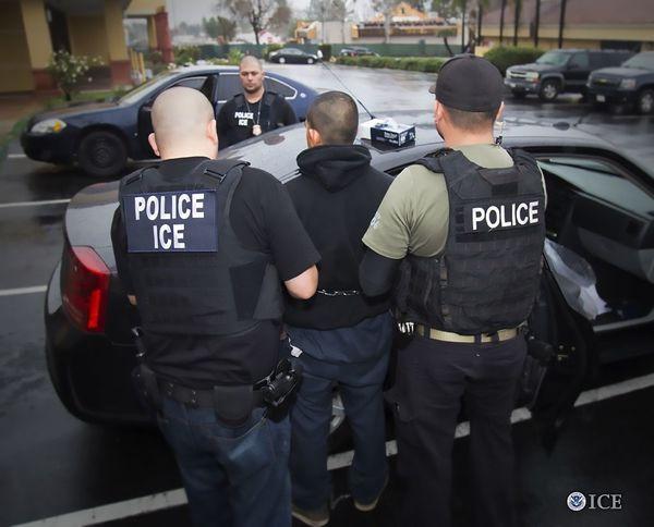 EE.UU. alista nuevas directrices para perseguir a inmigrantes