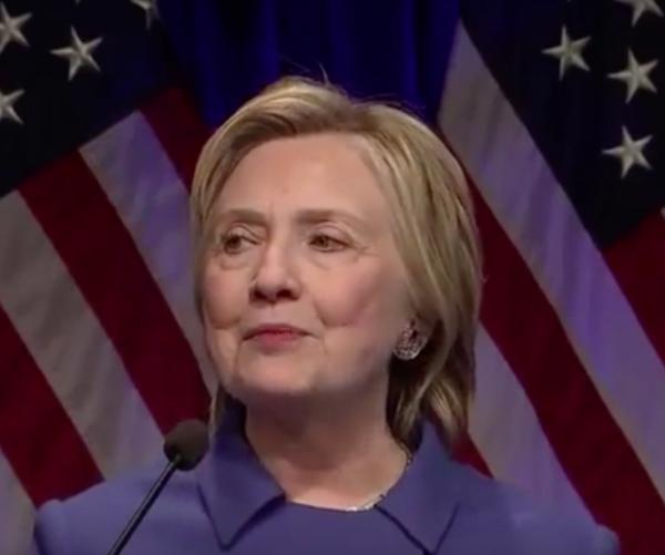 """""""Hubo momentos en los que no quise salir de casa"""": Clinton"""