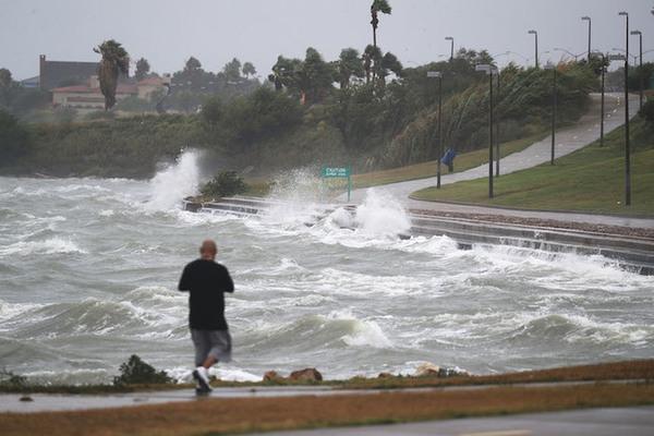 """Huracán Harvey amenaza a Texas con provocar """"desastre"""""""