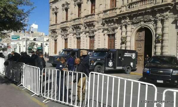 Custodian elementos policíacos Palacio de Gobierno