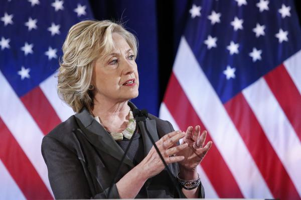 El FBI investiga configuración de correos de Hillary Clinton
