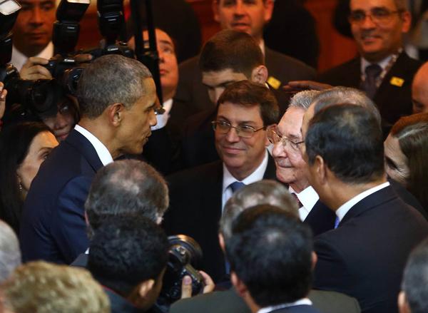 Histórico apretón de manos entre Obama y Castro en Panamá