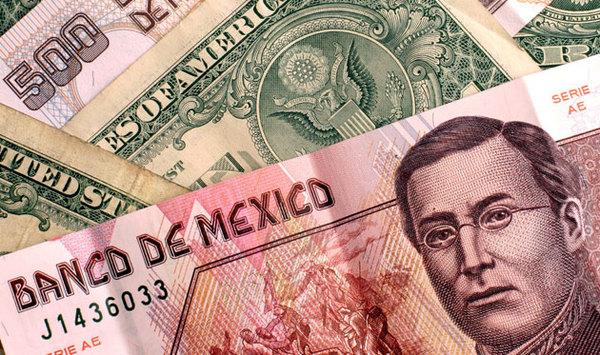 Trump y gasolinazo elevan al dólar a los 22.02 pesos