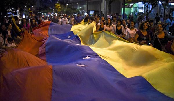 """""""No entregaré la revolución"""" a la oposición: Nicolas Maduro"""