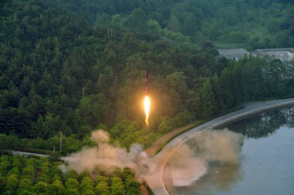 Norcorea lanzó durante prueba un nuevo tipo de misil
