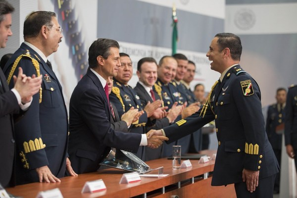 Peña Nieto felicita al Estado Mayor Presidencial