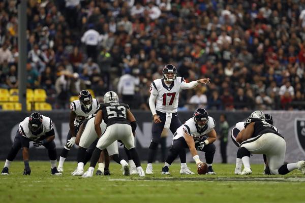 Raiders complacen a público en el Azteca y vencen a los Texanos