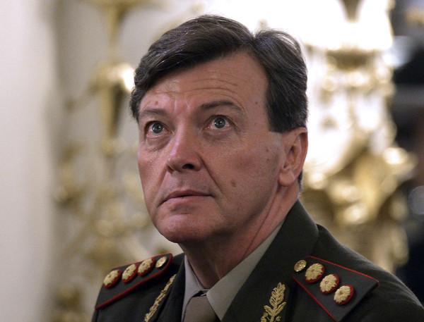 Arrestan a exjefe de Ejército argentino por delitos en dictadura