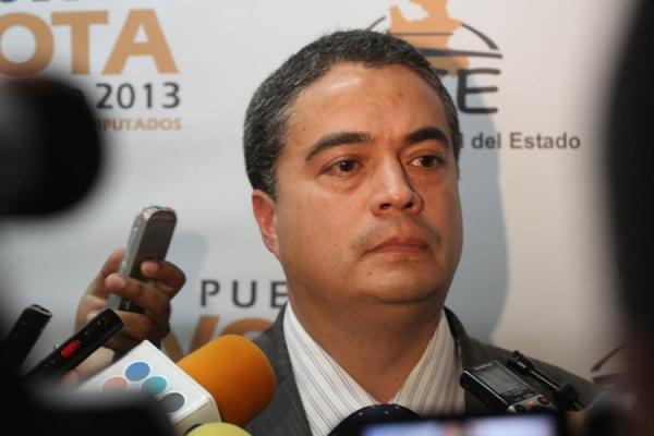 """PAN y PRI discuten por """"designación"""" del consejero del IEE"""