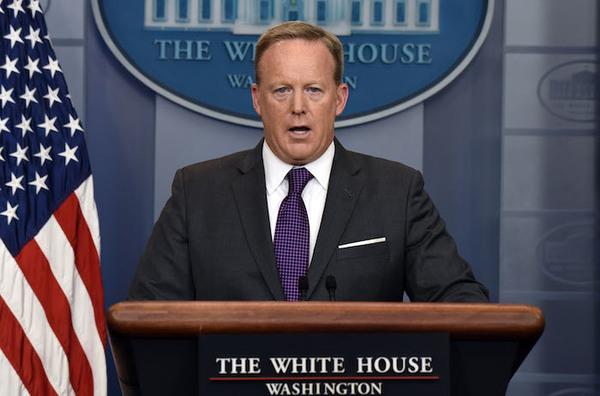 Renuncia el portavoz de la Casa Blanca Sean Spicer