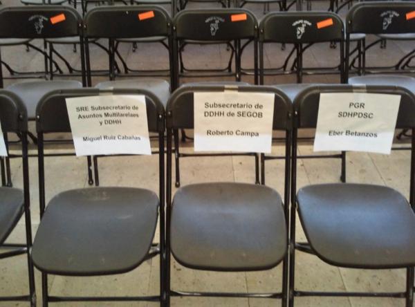 Las sillas vacías de Ayotzinapa