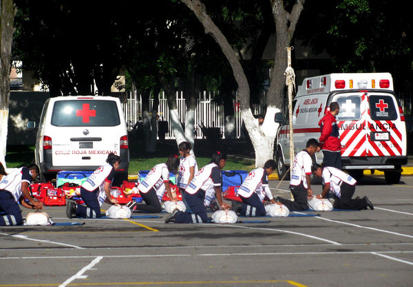 Integran escuadrones de emergencias escolares